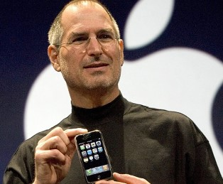 Steve Jobs Unveils The Original iPhone