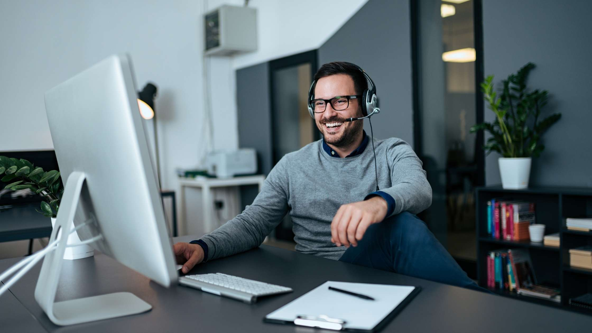 14 Simple Tips to Conduct Successful Virtual Team Meetings (2021)